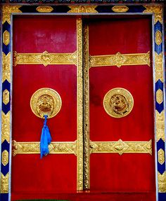 Door at Tibetan refugee settlement
