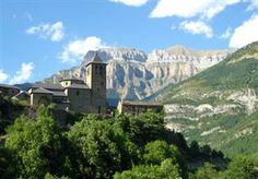 På toppen af verden, langt fra byens larm, kan du føle dig som konge i eget slot... #Torla #Aragón www.feriebolig-spanien.dk/4888