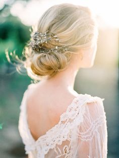 Olde World Romance at Sunstone Winery : Chic Vintage Brides Bridal Hair And Makeup, Bridal Beauty, Wedding Beauty, Loose Hairstyles, Bride Hairstyles, Hairstyle Ideas, Hair Ideas, Chic Vintage Brides, Vintage Weddings