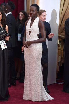 Lupita Nyong'o en @CalvinKlein #Oscars2015 #RedCarpet via @kahinasekkai