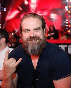 Image may contain: one or more people and beard David Harbour Stranger Things, Hopper Stranger Things, Stranger Things Netflix, David Harbor, I Love Beards, King David, Sexy Beard, Ideal Man, Romance
