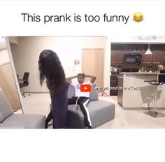 Need a good laugh after a long day staring at your office walls? These funny images will bring you joy. Funny Black Memes, Crazy Funny Memes, Funny Video Memes, Funny Relatable Memes, Funny Pranks, Funny Posts, Videos Funny, Funny Shit, Haha Funny