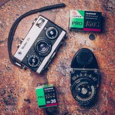 Rollei 35 avec toujours le mesureur Sekonic et 2 pellicules Fuji Pro 160 S #rollei35 #fujipro #fujifilm #pro160 #sekonic #vintage #35mm #filmcamera #filmisnotdead