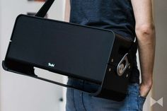 Der Teufel Boomster XL ist groß, schwer und laut und zählt dabei immer noch in die Kategorie der portablen Bluetooth-Lautsprecher. Mehr Infos gibt's im Test. http://www.modernhifi.de/teufel-boomster-xl-test/
