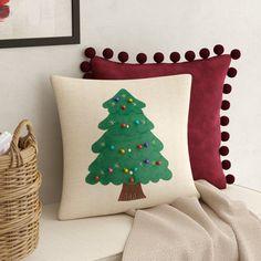 Plaid Throw Pillows, Throw Pillow Sets, Outdoor Throw Pillows, Décor Pillows, Christmas Sewing, Felt Christmas, Christmas Crafts, Christmas Cushions, Floral Throws