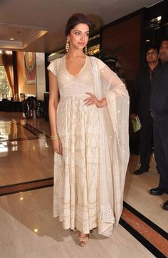Bollywood+Actresses+in+Abu+Jani+Sandeep+Khosla+Outfits