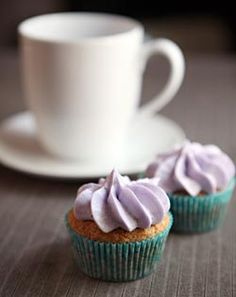 early grey cupcakes with lavender frosting (inspiration courtesy of my childhood bestie)