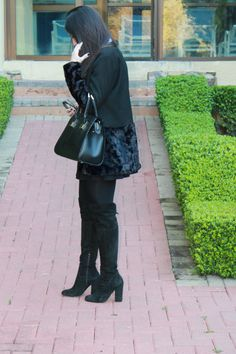 Blog Caca Dorceles. 2014. Meu look: Casaco Barra de Pele. Mixed coat + Luiza Barcelos boot + Giorgio Armani glasses + Schutz handbag.