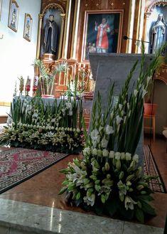 Church Flower Arrangements, Floral Arrangements, Orthodox Easter, Deco Floral, Altar Decorations, Table Flowers, Corpus Christi, Ikebana, Fresh Flowers