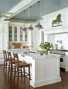 via Traditional Home mag....OH HOW I LOVE THIS KITCHEN!!!!