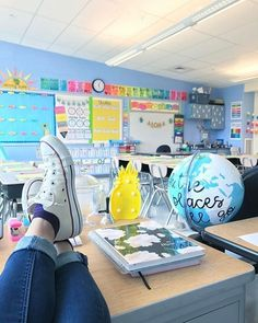 60 Gorgeous Classroom Design Ideas for Back to School Gorgeous classroom design ideas for back to school 52 Classroom Decor Themes, Classroom Walls, Classroom Setup, Classroom Design, Future Classroom, School Classroom, Classroom Organization, Classroom Management, Space Classroom