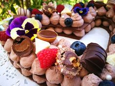 csokis cream tart Tart, Cookies, Chocolate, Cream, Food, Crack Crackers, Creme Caramel, Pie, Biscuits