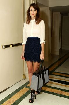 Flawless Alexa Chung - white sheer top with black lace skirt Style Tumblr, Black And White Outfit, Black Lace Skirt, Navy Lace, Navy Skirt, Blue Lace, Alexa Chung Style, Vogue, Fashion Beauty