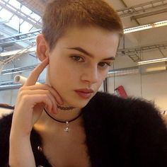 My appreciation for ladies that wear super short haircuts and shave their heads bald. This is a collection of flattops, buzzcuts, and smooth shaved bald. Mens Hairstyles Pompadour, Cool Hairstyles, Men's Pompadour, Wedding Hairstyles, Wavy Hair Men, Short Hair Cuts, Men's Hair, Pelo Guay, Medium Hair Styles