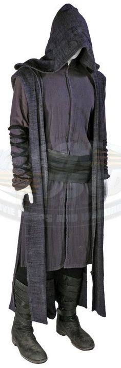 Priest / Priest\'s Outfit (Paul Bettany) | ScreenUsed.com