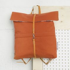 This charming backpack is sleek, classic and beautiful in simplicity. Equipped with 2 inside pockets and 2 outside pockets, it is also very light. Available in two fashionable colors.