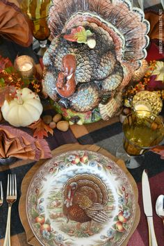 Thanksgiving Table with Assorted Tom Turkeys and Fantail Napkin Fold