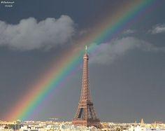 Arc-en-ciel sur la ville lumière.