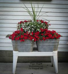 wash tubs reuse 15 Container Flowers, Flower Planters, Garden Planters, Flower Pots, Garden Yard Ideas, Lawn And Garden, Garden Projects, Galvanized Wash Tub, Galvanized Planters