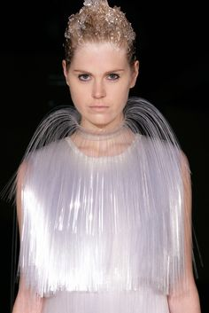Translucent plastic fiber collar by Iris Van Herpen Runway Fashion, Fashion Art, Fashion Show, Fashion Design, Iris Van Herpen, Josephine Baker, 3d Laser, Sculptural Fashion, Body Adornment