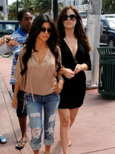 loving kourt's style- bumped into her in SoHo and she is just as pretty and fashionable in person. -jf