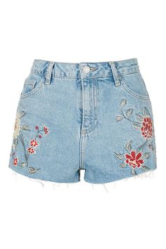 Discover the season's hottest denim at Topshop. From high-waisted shorts, A-line skirts to cool girl pinafores, shop the new edit for essential denim. Floral Jeans, Floral Shorts, Denim Outfit, Denim Shorts, Short Court, Topshop Shorts, Embroidered Shorts, Embroidered Clothes, Short En Jean
