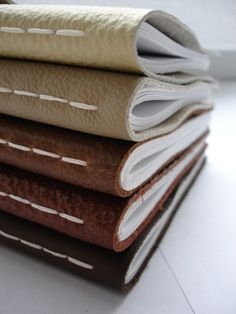 SALE Medium Leather Notebook Cream Colour A5 paper por mooshchen