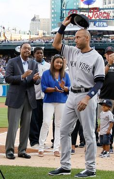 New York Yankees Team Photos - ESPN Jeters' last game in Detroit last night. Great sendoff Detroit!! Enjoy retirement Derek!!
