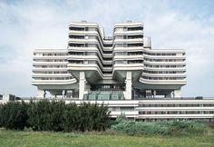 2,776 vind-ik-leuks, 9 reacties - #SOCIALISTMODERNISM (@socialistmodernism) op Instagram: 'Military Medical Academy complex, Banjica, Belgrade, Serbia, designed in 1973, built in 1981,…'