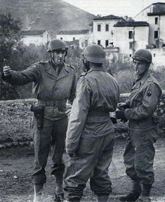 """'Three french officers belonging to the 3rd Regiment of Moroccan Spahis discussing in the Italian village of San Vincenzo on the 21st December 1943. This picture was taken while British General Arbuthnot was visiting his french neighbors."""""""