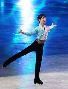 時事ドットコム:羽生、浅田らが華麗な舞=ソチ代表がエキシビション-フィギュア◆羽生結弦(ANA)は表現力あふれる滑りを披露。全日本選手権を連覇して大舞台に臨むことになり、「日本代表の誇りやプライドを背負って、日本代表に恥じない演技をしたい」と観客に向けて話した。