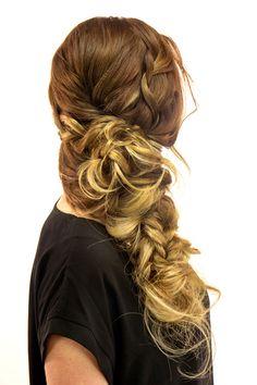 Try this easy DIY bohemian side braid for gorgeous locks. Try this easy DIY bohemian side braid for gorgeous locks. Diy Braids, Twist Braids, Dutch Braids, French Braids, Side Braid Tutorial, Braid Tutorials, Breaking Hair, Bridal Braids, Long Box Braids