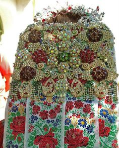 From Magyarvista, It's 7 kilogramm:) Hungary Traditional Fashion, Traditional Dresses, Folk Costume, Costumes, Montessori Art, Hungarian Embroidery, Folk Clothing, Family Roots, Folk Dance