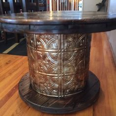 How to Make an Old Cable Spool into a DIY Table i had a vision for this old cable spool, painted furniture, repurposing upcycling Old Furniture, Refurbished Furniture, Repurposed Furniture, Furniture Projects, Rustic Furniture, Furniture Makeover, Painted Furniture, Furniture Design, Western Furniture