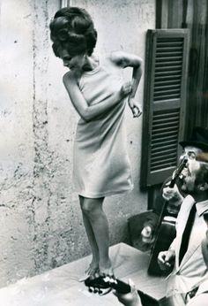 Piero Ravagli - Raquel Welch et Marcello Mastroianni dans Spara forte, più forte… non capisco, 1966.