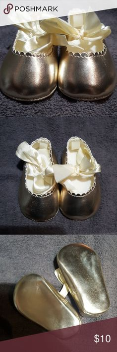 NWOT Crib shoes Tags taken off but never worn First Impressions Shoes Baby & Walker