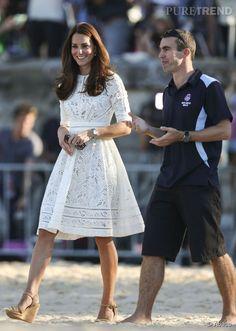 Kate Middleton, une jeune maman épanouie et souriante.