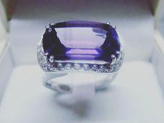 Un GRAN Buongiorno a tutti  #buongiorno #goodmorning #bonjour #gazzaladra_gioielli #riccione #rimini #romagna #gioielleria #oro #diamanti #madeinitaly #jewels #instajeweller #diamonds #likeforlike #follower #luxury #anello #lusso #instagram #facebook #ametista #viola #lunedi #madeinitaly #madetredstore by gazzaladra_gioielli