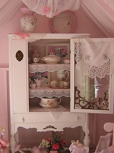 Shabby Chic Interior Design Ideas For Your Home Shabby Chic Pink, Vintage Shabby Chic, Shabby Chic Style, Shabby Chic Decor, Shabby Chic Kitchen, Shabby Chic Cottage, Shabby Chic Homes, Country Kitchen, Country Life