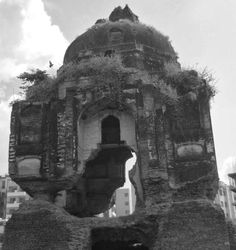 An unnamed, disintegrating, tomb. Sikandra. Agra