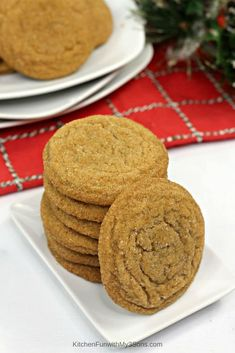 Gingerbread Molasses Cookies are loaded with sweet molasses and that hint of ginger you expect from a Christmas cookie. Enjoy this chewy cookie with your favorite hot cocoa! Soft Chocolate Chip Cookies, Chocolate Biscuits, How To Make Gingerbread, Gingerbread Cookies, Ginger Molasses Cookies, Crinkle Cookies, Holiday Desserts, Chocolate Recipes, Cookie Dough