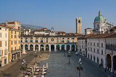 Piazza Loggia - Brescia -  @Lago di Garda | #LagodiGarda | #LakeGarda | #Gardasee | #LacdeGarde