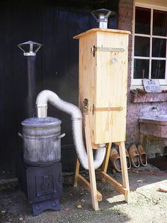 Another simple wood smoker Diy Smoker, Homemade Smoker, Grill Outdoor, Outdoor Cooking, Smoke Grill, Smokehouse, Smoking Meat, Bbq Grill, Food Storage