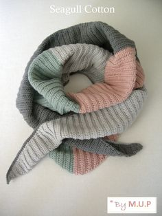 'Seagull' Cotton' shawl. Free crochet pattern available in English and Danish: http://myupperpenthouse.blogspot.dk/