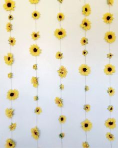 Incredible Yellow Aesthetic Room Decor Ideas - All About Decoration Sunflower Room, Yellow Sunflower, Yellow Flowers, Sunflower Wall Decor, Sunflower Decorations, Fake Flowers, College Room Decor, Room Decor Diy For Teens, Aesthetic Room Decor