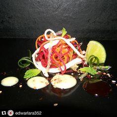 @edwarlara352  Feliz día mi gente hoy me desperté con ganas de transmitirles una preparación sencilla y fresca como es esta ensalada de vegetales frescos y algas de la costa con un aderezo de mostazatupiro vinagreta espesa de temblador y especias esperó que sea de su agrado y la preparen.  #somosmas #ComidaVenezolana  #cocineros_venezolanos  #instafoodie #cooking #food #Free #chefstalk #instafood  #venezuela #chefsofinstagram #gastronomy  #theartofplating #truecooks  #InstaFood #eeeeeats…