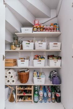 Tips for clearing your pantry abrows your pantry tips is part of diy-home-decor - Tips for clearing your pantry abraumen of their speisekammer tipps Source by LALAPEYA Organisation Hacks, Closet Organization, Kitchen Organization, Nursery Organization, Room Interior, Interior Design Living Room, Kitchen Interior, Interior Ideas, Organizing Labels