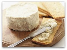 Spreadable Dairy Free Cashew Cheese - Fooduciary / http://www.fooduciary.com/spreadable-dairy-free-cashew-cheese/