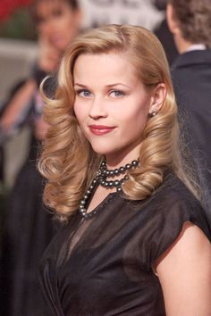 Reese Witherspoon w/ natural makeup  glamorous Old Hollywood tresses