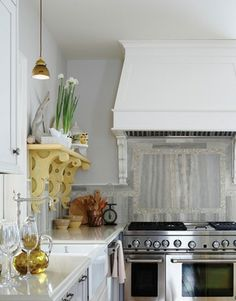 I love the covered range hood!